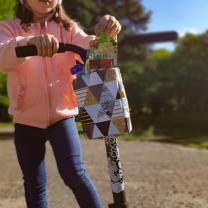 Torbica z vzorcem trikotnikov za kolo, skiro ali rolko (X Rider, Cozy 4 Rider)